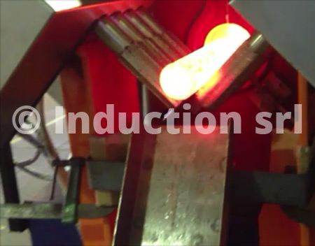 Quick extractor for induction furnaces for hot forging