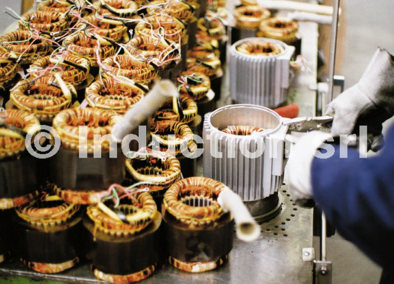 Induction heating of electrical motor parts for assembling